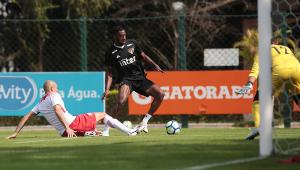 São Paulo divulga relacionados para duelo contra o Flamengo; Carneiro é a novidade