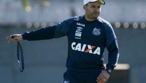 De olho em clássico, Santos tem a volta de Jair Ventura e David Braz aos treinos