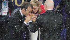 Macron vai ao vestiário da Croácia e parabeniza vice-campeões