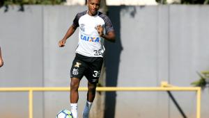 Lesionado, Rodrygo não viaja com elenco e desfalcará o Santos em Chapecó
