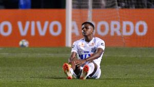 Com lesão no joelho direito, Rodrygo deve desfalcar Santos contra a Chapecoense