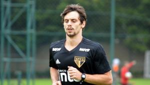 Em recuperação, Rodrigo Caio trabalha em dois períodos no São Paulo