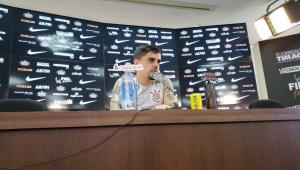 Fagner admite que pode deixar o Corinthians, mas nega propostas oficiais