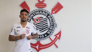 Corinthians oficializa contratação de Douglas, ex-Fluminense