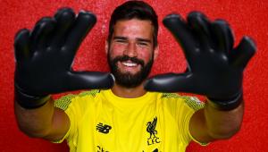 Liverpool anuncia Alisson, que se torna o goleiro mais caro da história