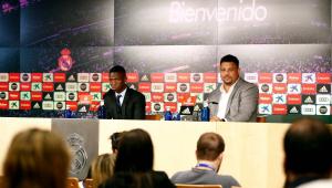 """Ronaldo chama Vinicius Jr. de """"maior esperança do Brasil"""" ao recebê-lo no Real Madrid"""