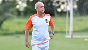 """Brasileiro, técnico de clube tailandês se emociona: """"resgate na caverna foi um milagre"""""""