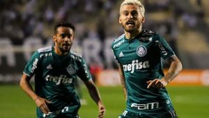 """Lucas Lima provoca santistas em comemoração: """"bati no símbolo do maior campeão do Brasil"""""""