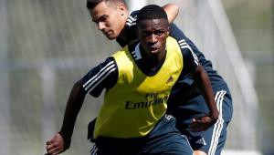 À lá Ronaldinho? Vinicius Júnior mostra ousadia em 1º treino no Real Madrid