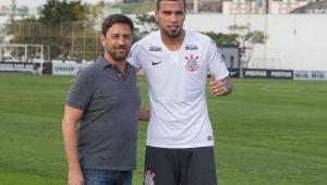 Corinthians oficializa contratação por empréstimo de atacante Jonathas