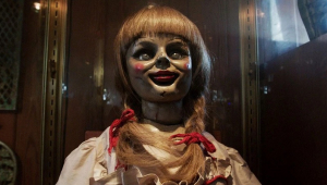 """Confirmado, """"Annabelle 3"""" será como versão terror de """"Uma Noite no Museu"""""""