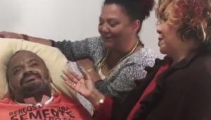 """Alcione visita Arlindo Cruz: """"ver sua recuperação massageou meu coração"""""""