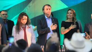 """Sem indicar vice, Bolsonaro é aclamado candidato e prega """"união"""""""