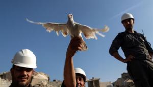 """Israel e aliados resgatam """"Capacetes Brancos"""" cercados na Síria"""