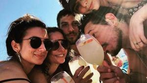 """Chay Suede nega romance com Camila Lucciola: """"começou caçada por cliques"""""""