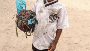 Imagem de criança viraliza e Santos firma parceria com ONG para fazer doações