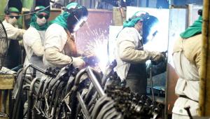 Confiança da Indústria recua em agosto, mostra prévia da FGV