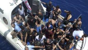 Operações resgatam 237 imigrantes no Mar Mediterrâneo