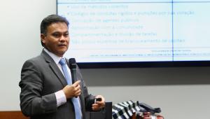 Transferência de Marcola para Brasília diminui chances de resgate da cadeia, avalia promotor