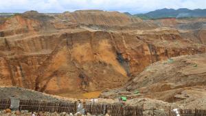 Mina desmorona em Mianmar e deixa uma centena de vítimas