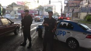 Tiroteio entre policiais e criminosos termina com inocente morto no Rio