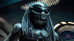 """Novo """"Predador"""" ganha cartaz assustador e diretor promete """"mais sangue"""""""