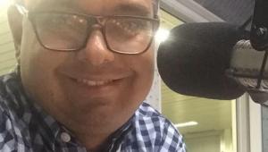 Corpo de radialista que morreu após cair de brinquedo em parque aquático no Ceará é liberado