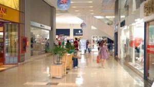 'Desemprego e informalidade' aumentam cautela do consumidor, afirma economista