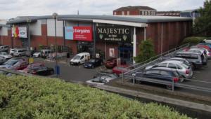 Reino Unido detém quatro homens por jogar ácido em criança de três anos