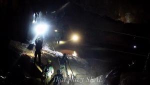 Expectativa é pela saída de meninos e treinador presos em caverna na Tailândia