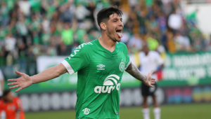 Com gol no final, Chapecoense vira e bate o Corinthians pela 1ª vez na história
