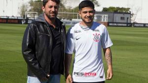 'Parça' de Romero, Díaz é apresentado no Corinthians e espera jogar em duas semanas