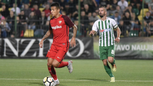 Com gol de Arana, Sevilla goleia e avança ao playoff da Liga Europa