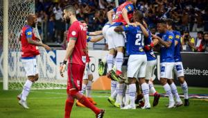 Santos vence Cruzeiro, mas para em Fábio nos pênaltis e é eliminado na Copa do Brasil