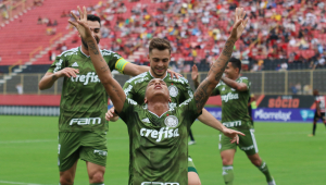 Com dois gols de Deyverson, Palmeiras faz 3 a 0 no Vitória fora de casa
