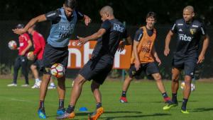 São Paulo treina só com reservas e Aguirre não dá pistas do time
