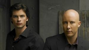 """Astros de """"Smallville"""", Tom Welling e Michael Rosenbaum se reúnem em foto"""