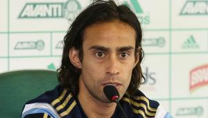 Antes de reencontro, relembre como Valdivia justificou 'chororô' contra o Corinthians