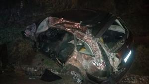 Contêiner se desprende de reboque e mata grávida em rodovia do Rio de Janeiro