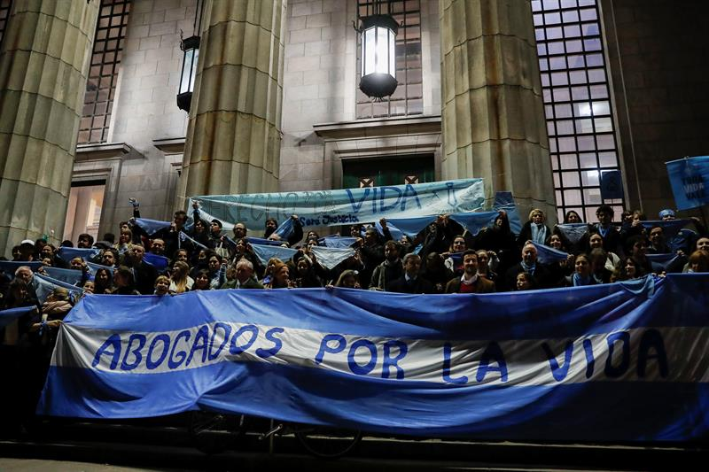 Senado da Argentina inicia debate sobre descriminalização do aborto