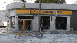 Ataque com explosivos destrói agência bancária em Elias Fausto