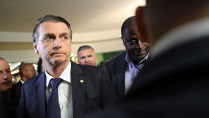 Bolsonaro se aproxima de Flávio Rocha e ganha espaço em setores da economia