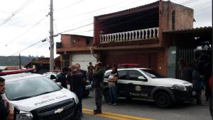 Corpo de mulher é encontrado embaixo de sofá em Taboão da Serra