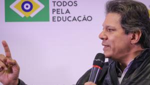 Temer é 'bola de ferro' no pé de Alckmin, diz Haddad