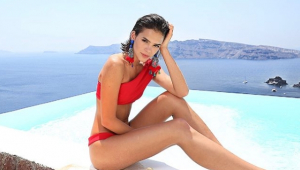 Sandy posta foto com Bruna Marquezine; atriz responde com 'ataque de fã'
