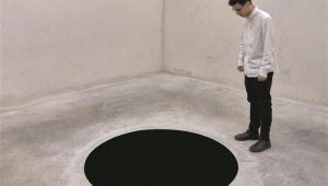 Em Portugal, homem cai em fosso de obra de arte que parecia pintura