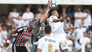 Histórico! Vanderlei se torna o goleiro há mais jogos sem sofrer gols no Santos