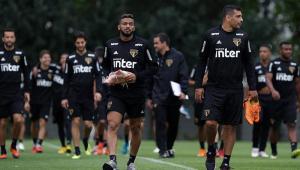 Diego Aguirre divulga lista de relacionados sem Everton e Bruno Peres