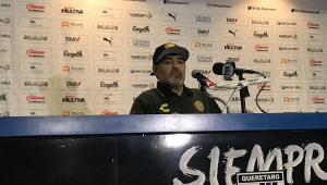 Médico diz que Maradona tem artrose nos joelhos e precisará fazer operação