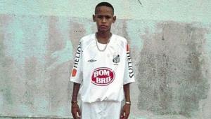 Superado? Após conflitos, Neymar volta a postar foto com a camisa do Santos